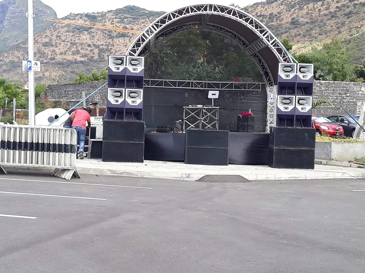 Sanway R2 full range speaker bring an exciting outdoor music concert in Mauritius
